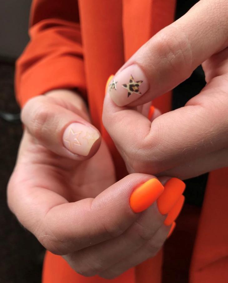 Маникюр неоново-оранжевый