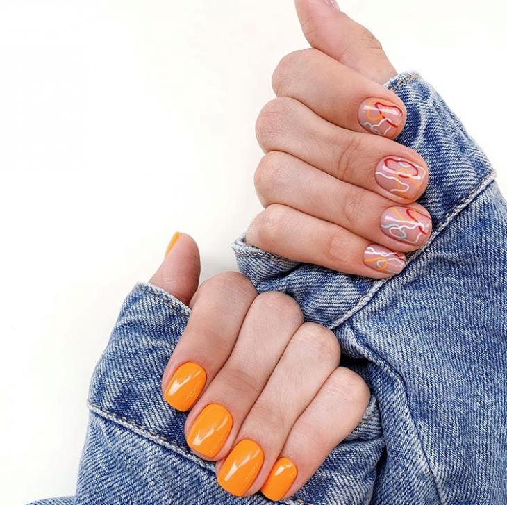 Оранжевый маникюр разные руки
