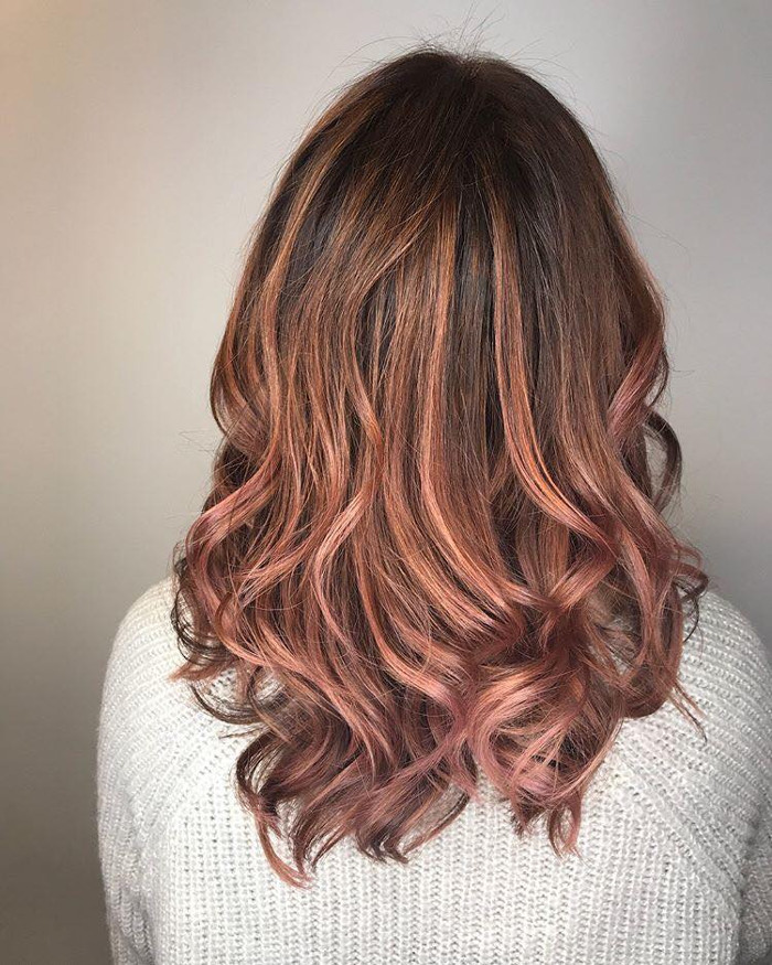 Розово-коричневое окрашивание волос