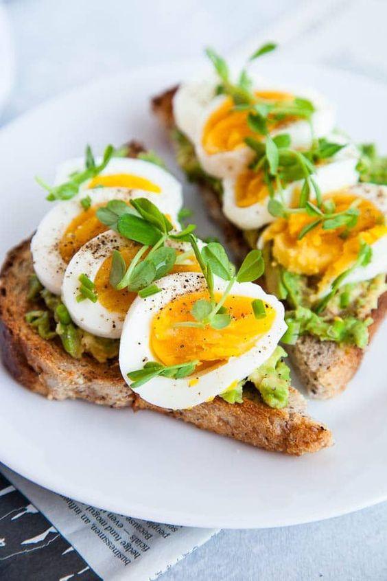 яйца и тосты