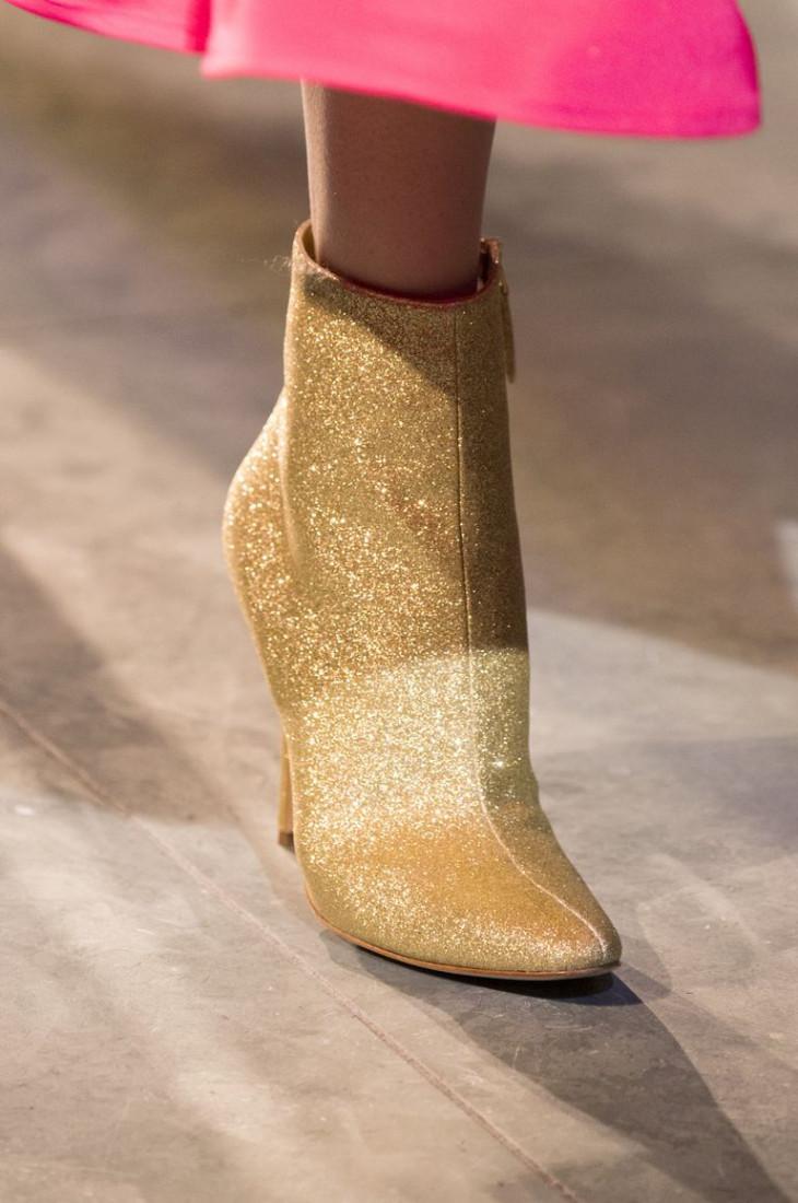 Золотистые ботильоны на каблуке