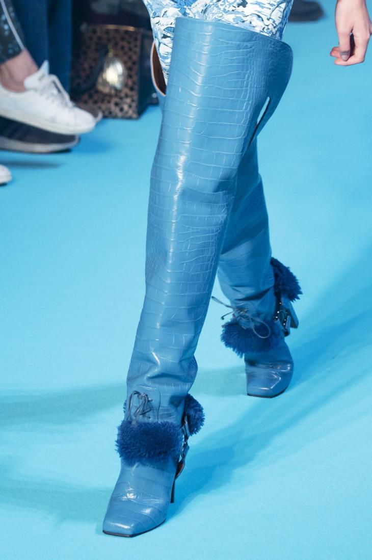 Высокие сапоги с квадратным носком