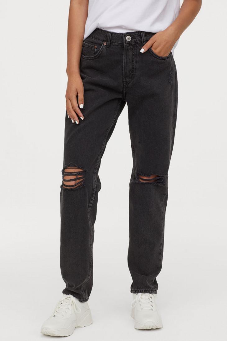 Свободные джинсы с низкой талией и потертыми деталями