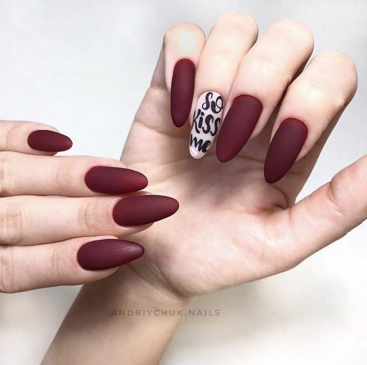 Бордовый дизайн ногтей