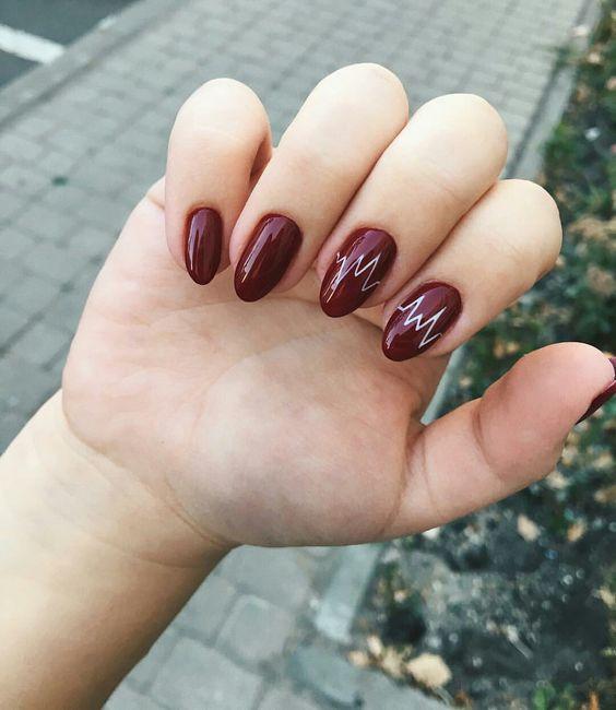 Бордовый маникюр на миндалевидные ногти