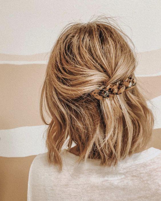 Укладка на короткие волосы с аксессуарами