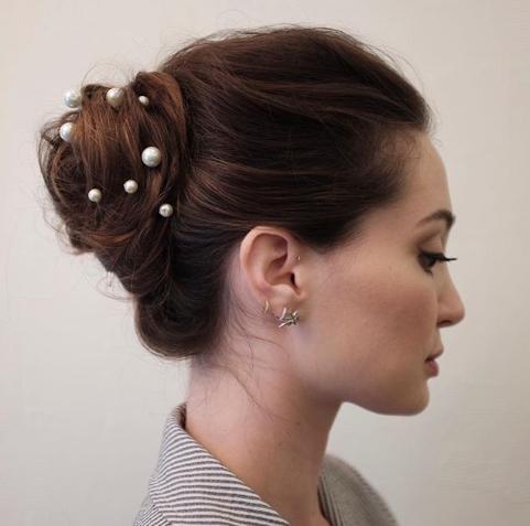 прически на свадьбу для средних волос