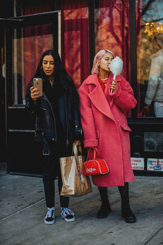 Как носить яркий розовый