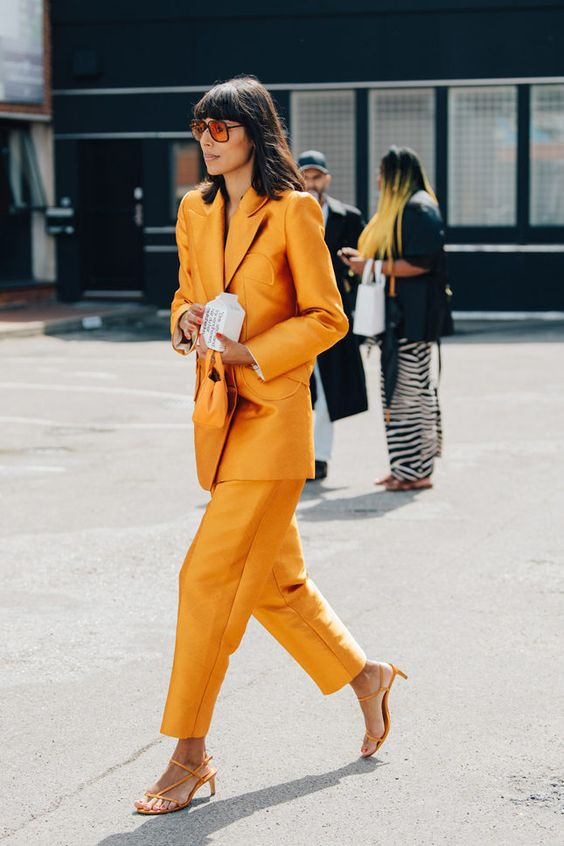 Как носить оранжевый