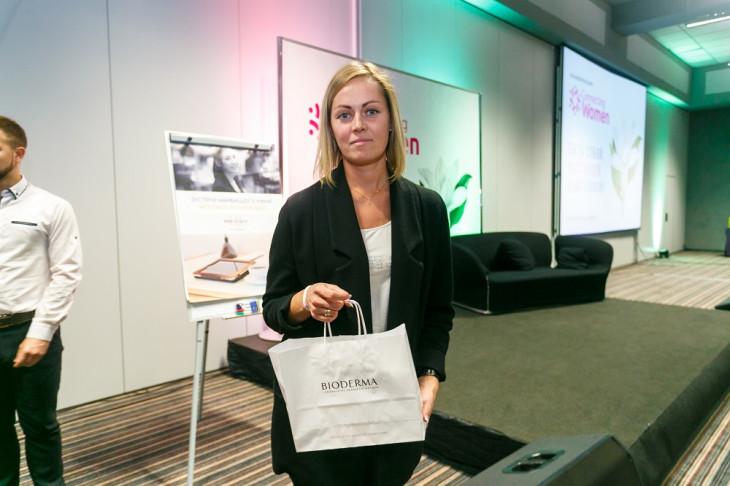 Участница конференции с подарком Bioderma