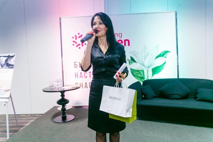 Людмила Харив с подарком от Bioderma