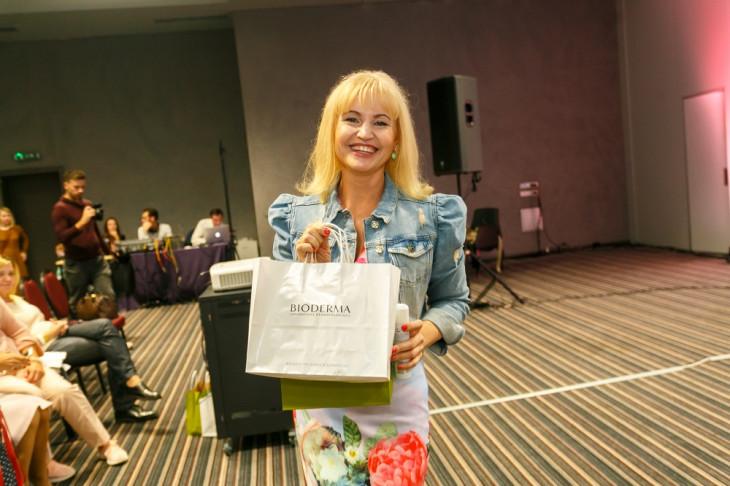 Светлана Спивакова с подарком от Bioderma