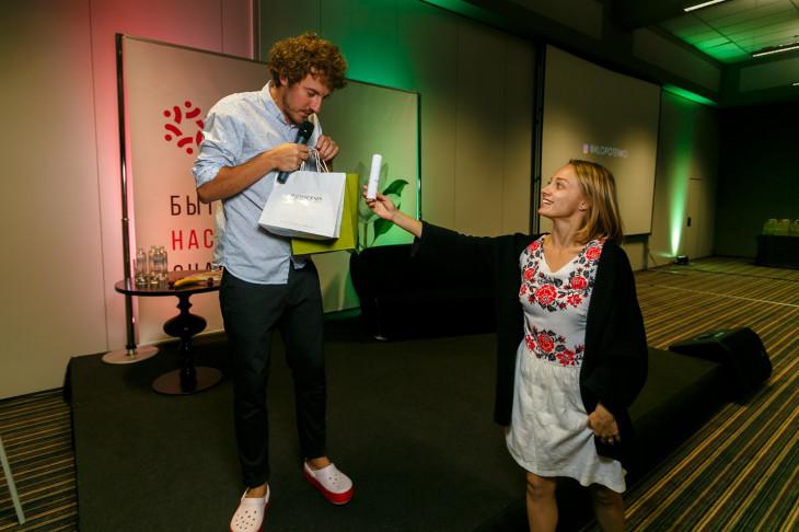 Евгений Клопотенко с подарком от Bioderma