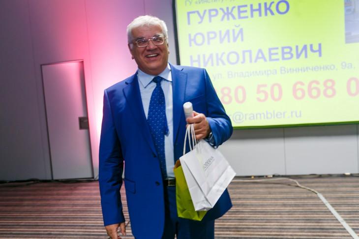 Юрий Гурженко с подарком от Bioderma