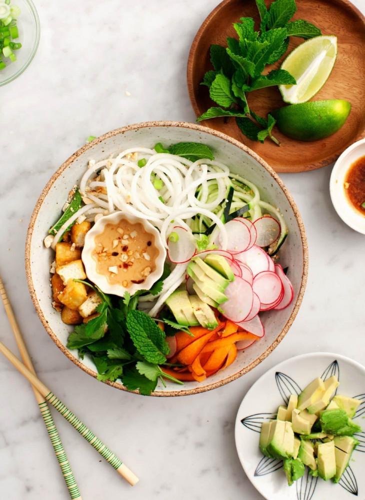 Овощной боул с тофу и дайконом
