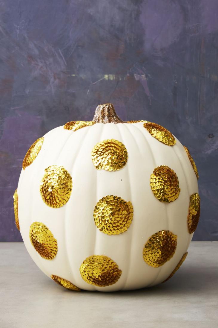 тыква с декором на хэллоуин