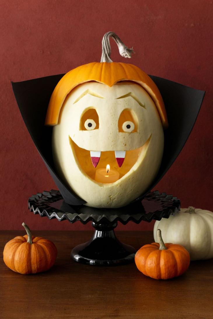 тыква с резьбой на хэллоуин